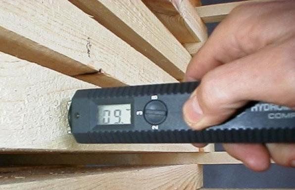 Замер влажности древесины